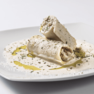 Caneló de gall del Penedès i fonoll amb salsa de bolets i oli de romaní